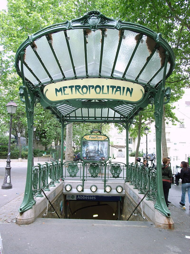 7. Entrada a la estación de metro Abbesses en París, obra de Hector Guimard.