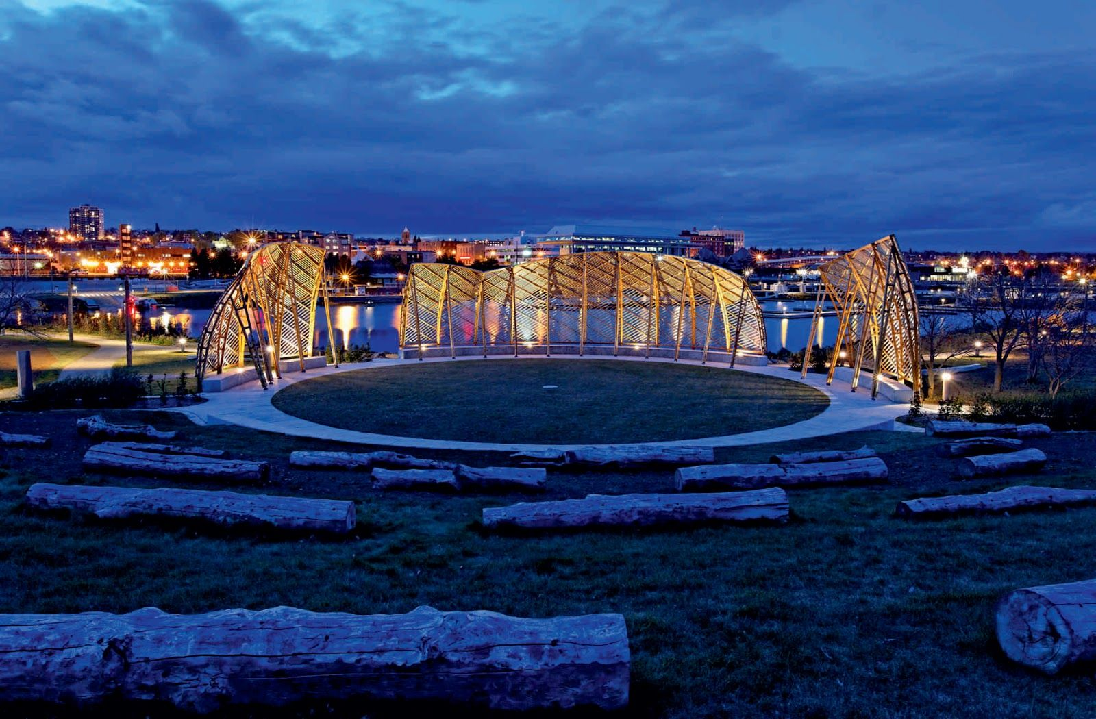 The Gathering Circle is the main structure within this Spirit Garden, and gives expression to the deep cultural and historic roots that link Aboriginal peoples to the Lake Superior shoreline. Its design reflects an adaptation of a traditional Aboriginal bentwood building technique