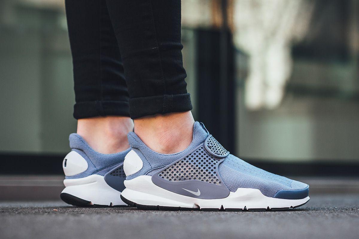 Nike Wmns Sock Dart Work Blue White Og Eukicks Sneaker Magazine Trendy Womens Sneakers Womens Fashion Sneakers Nike Sneakers Women