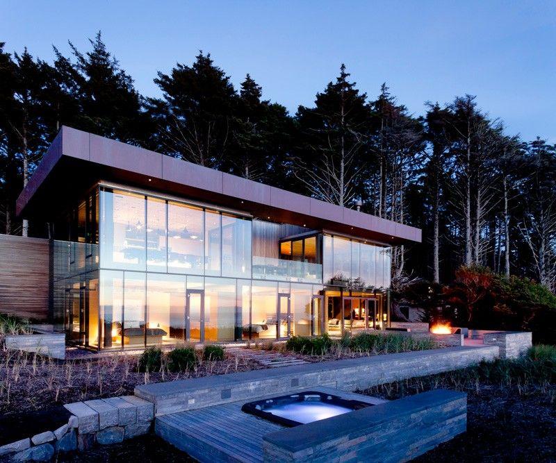 Casa moderna con fachada de vidrio architecture en 2019 for Fachada de casas modernas con vidrio