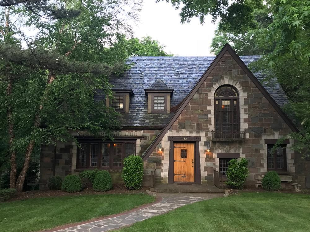 Pin By Pamela Slusher On Tudor Revivals Historic Homes For Sale Tudor House Historic Home