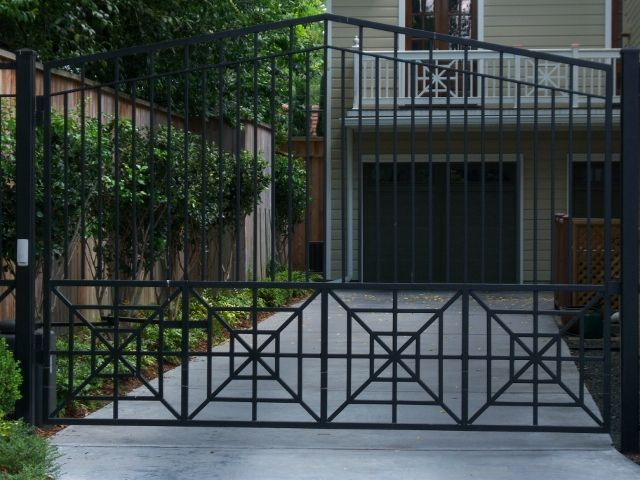 drive gate with design repeat at bottom