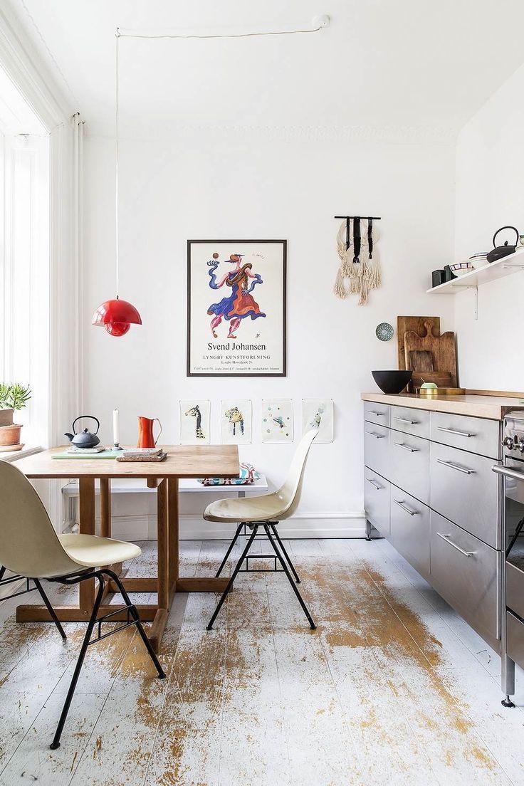 White walls, small beautiful kitchen style