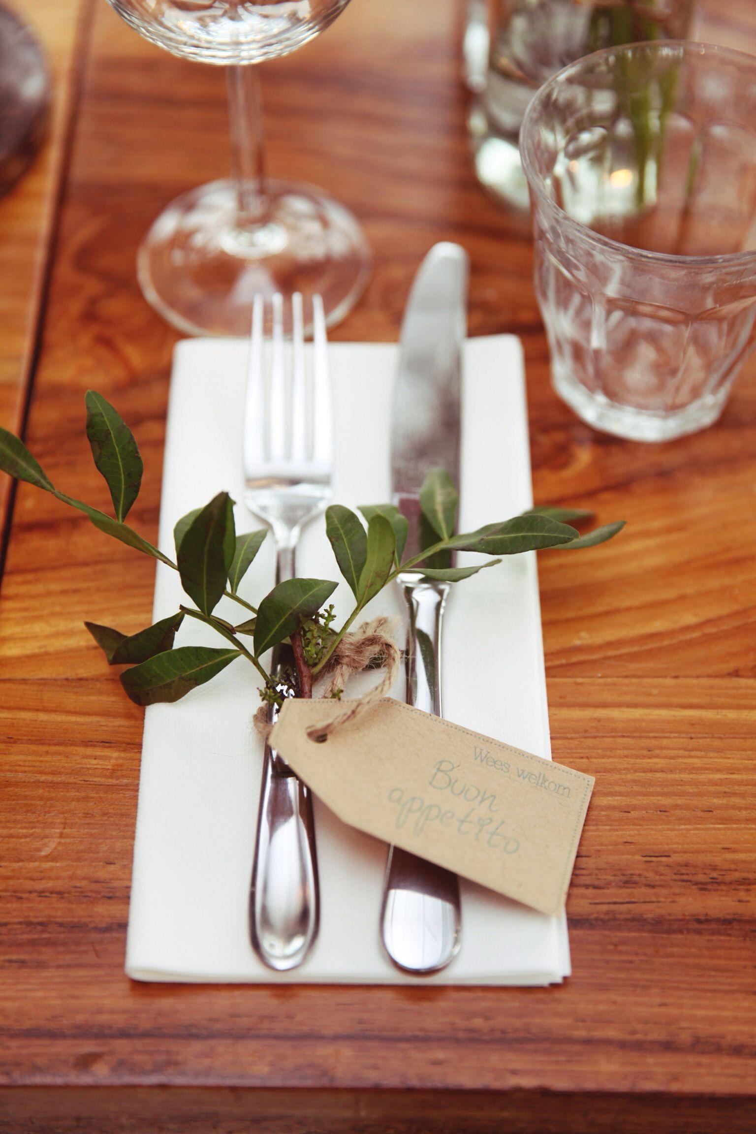 Diy Italian Inspired Diner With Brown Paper Blue Turqouise Tags Italiaans Geinspireerd Diner M Kerstdiner Tafels Italiaans Feest Decoraties Tafels Decoreren