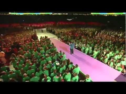 "Rachel Kurtz singing ""Make a Difference"""