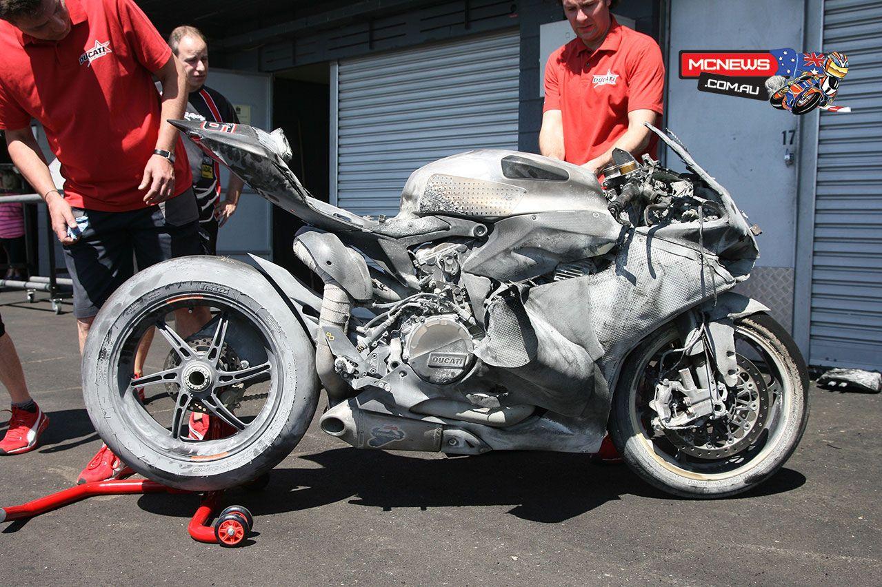 ducati 1199 panigale sbk crashed | motos / motorbikes | pinterest