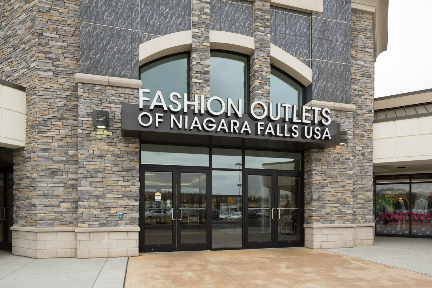 Fashion outlets niagara falls hours 19