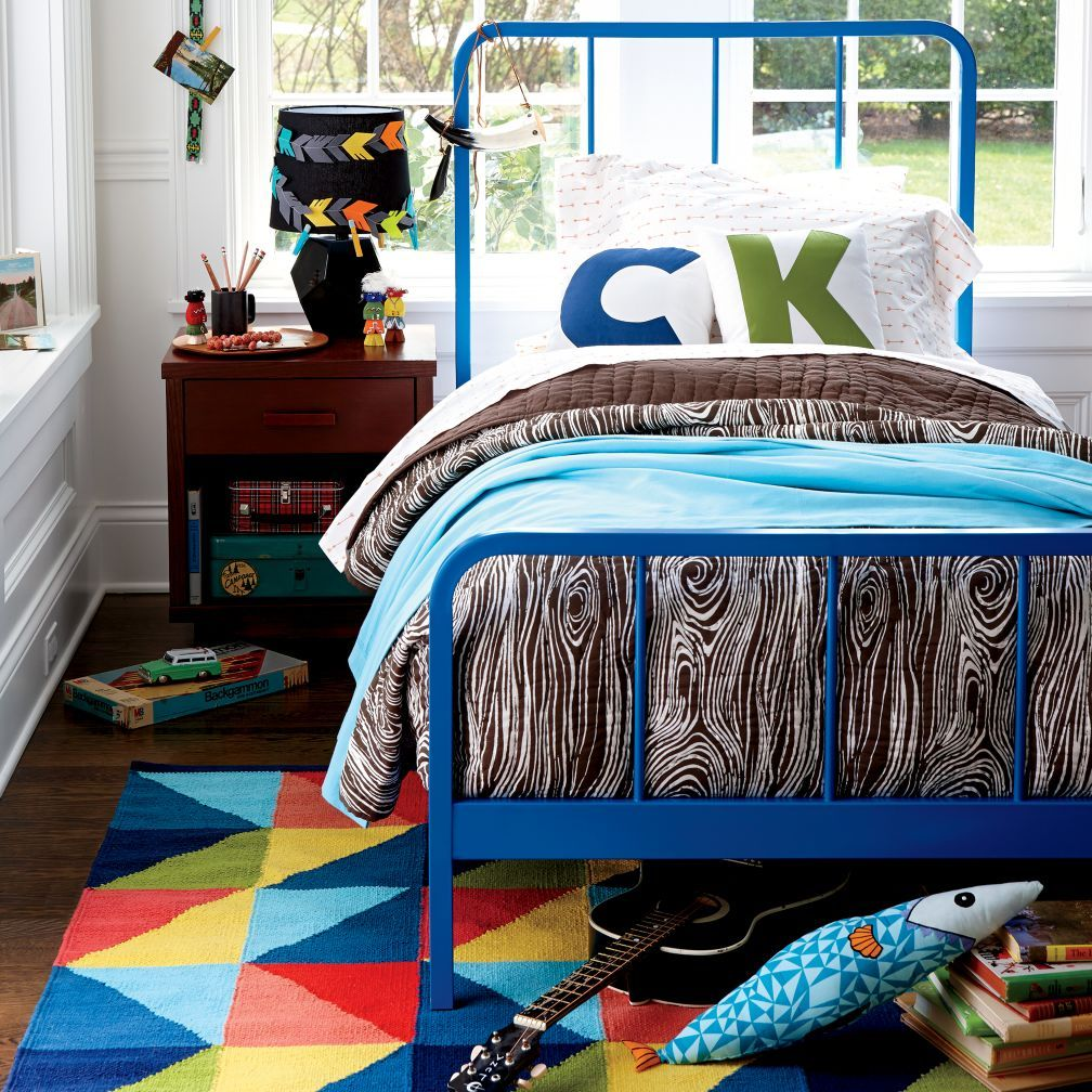 Organic iconic arrow twin sheet set solid pine mattress and room