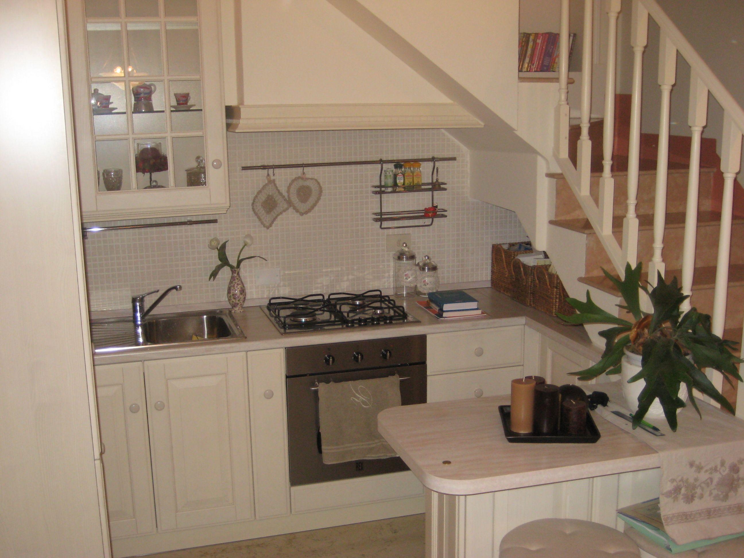 cucina bianca elegante sottoscala scavolini | Arredo ...