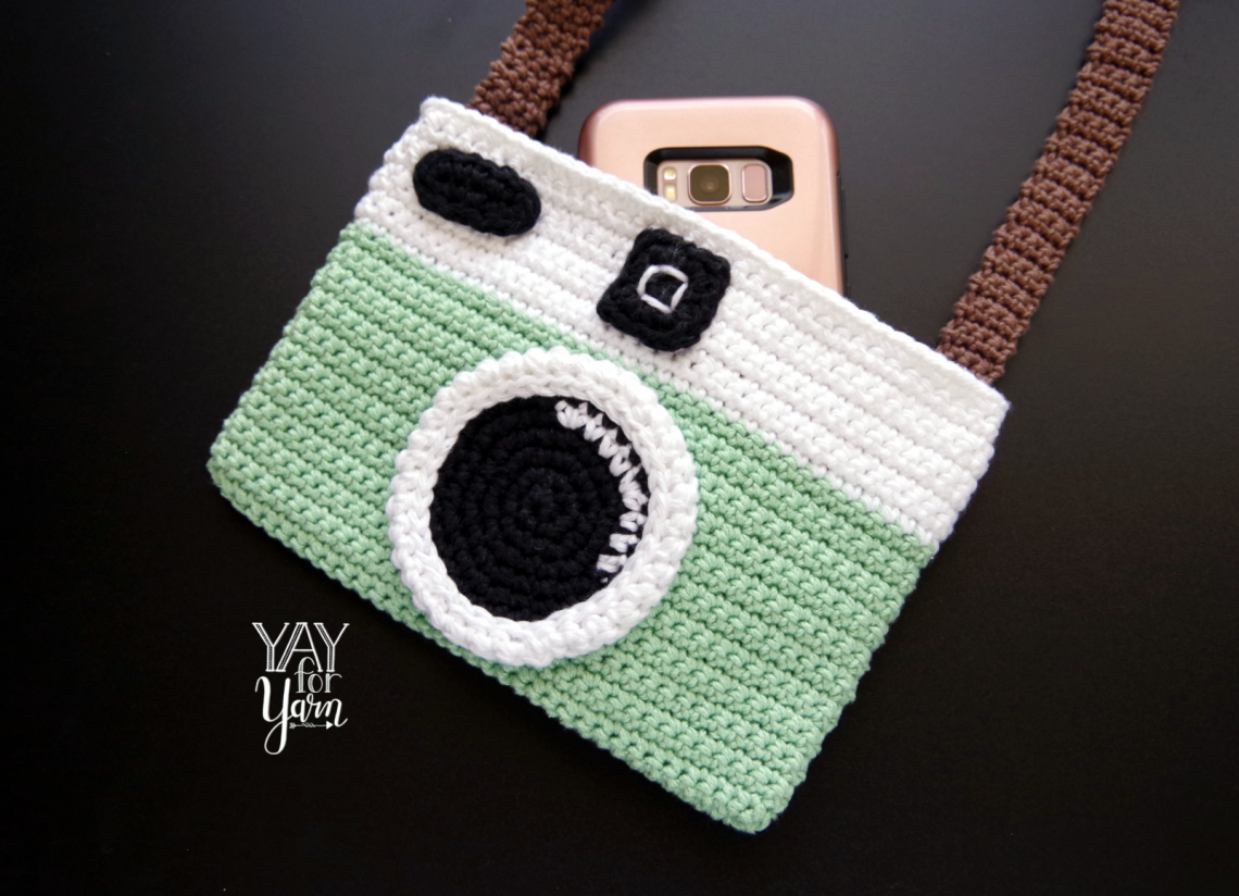 Vintage Camera Purse - Free Crochet Pattern #camerapurse