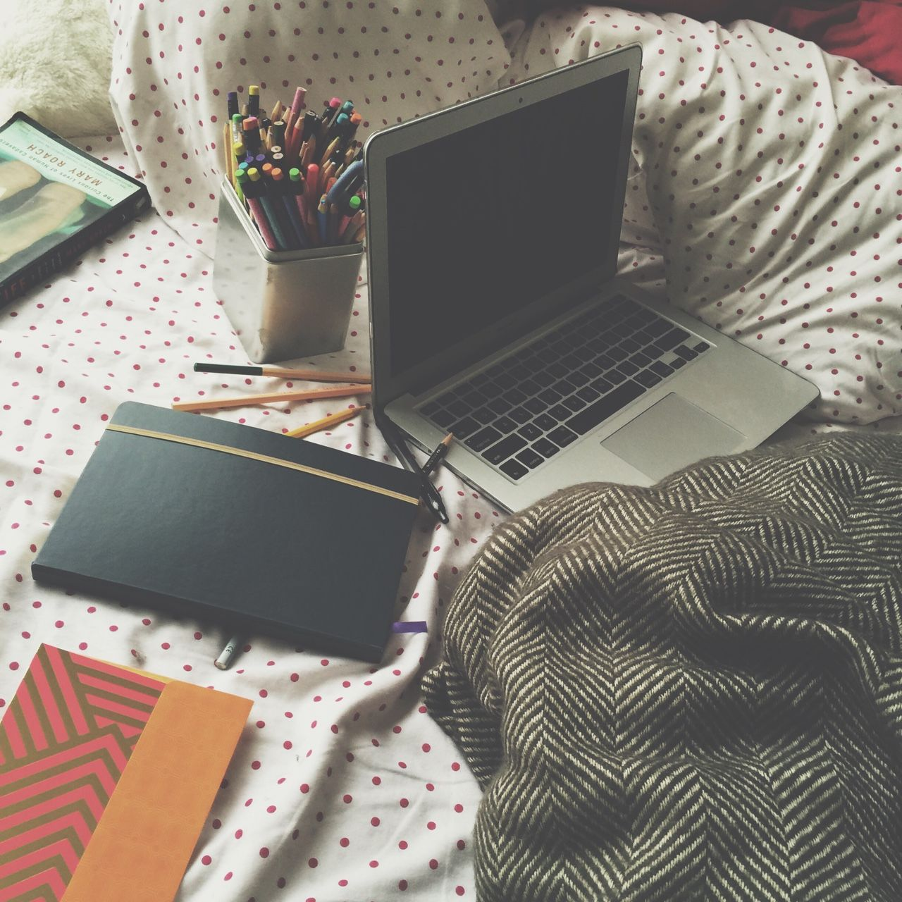laurclick:messy bed syndrome