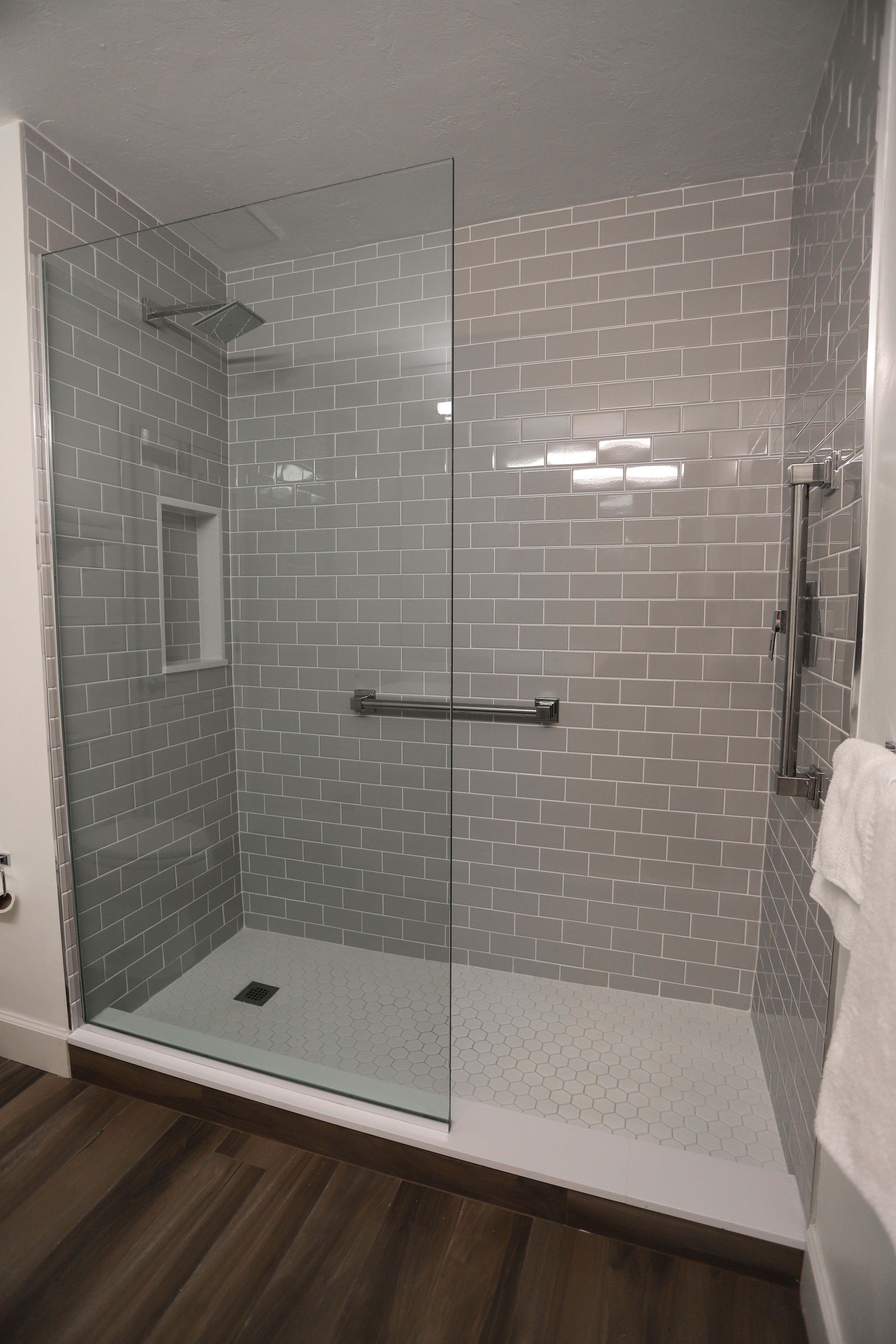 We Re Absolutely Loving The Gray Tile Bathroom Remodel Shower Small Bathroom Remodel Remodel [ jpg ]