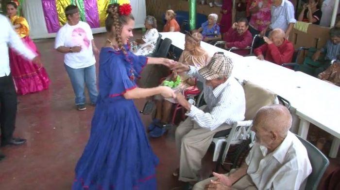 Abuelos también celebraron el Día del Indio Lempira