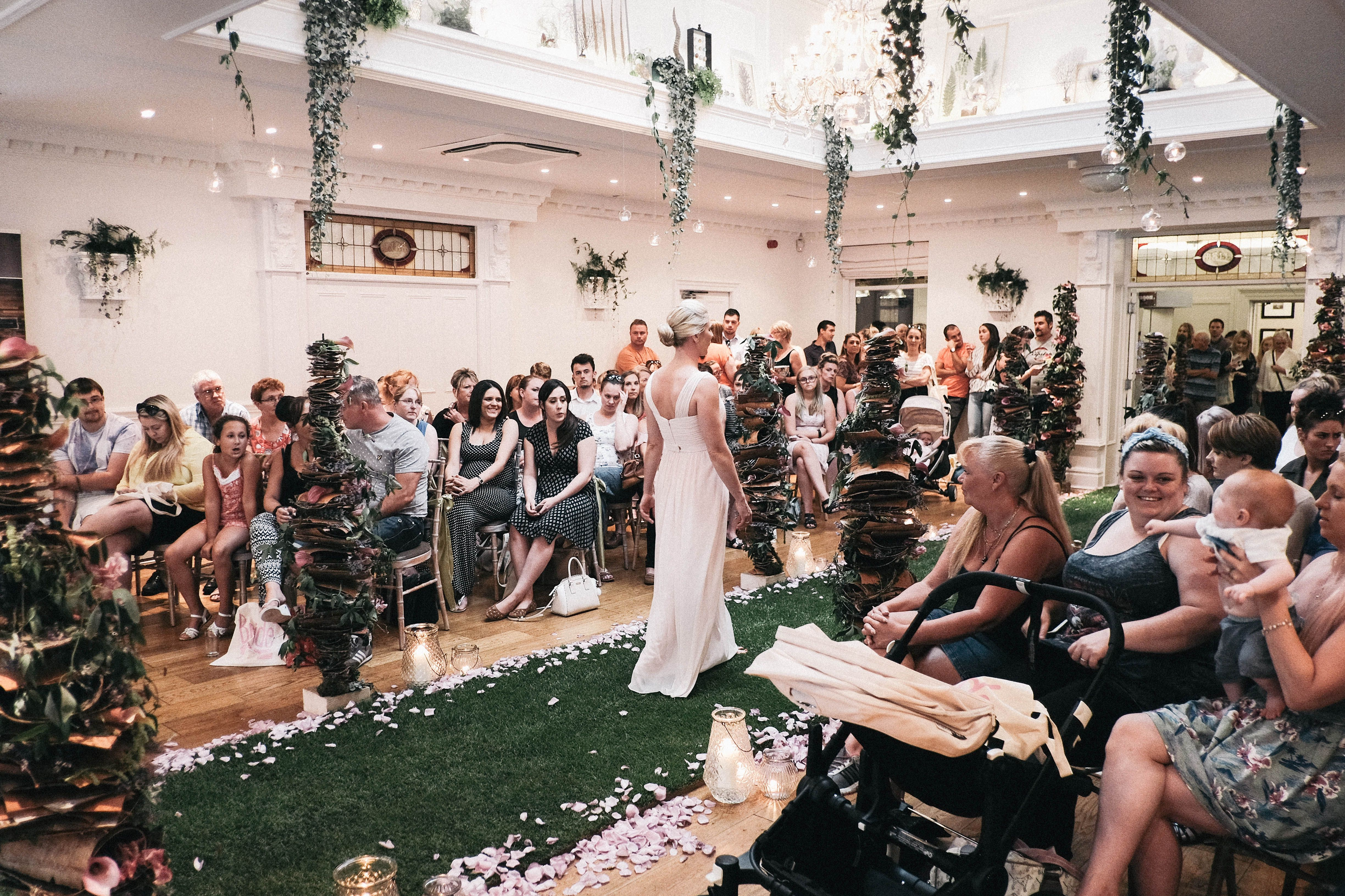The amazing catwalk by @onefinedaybride at our recent @lwblittlewhite wedding open evening. Dressed by @paragonflowers complete with REAL GRASS aisle!!