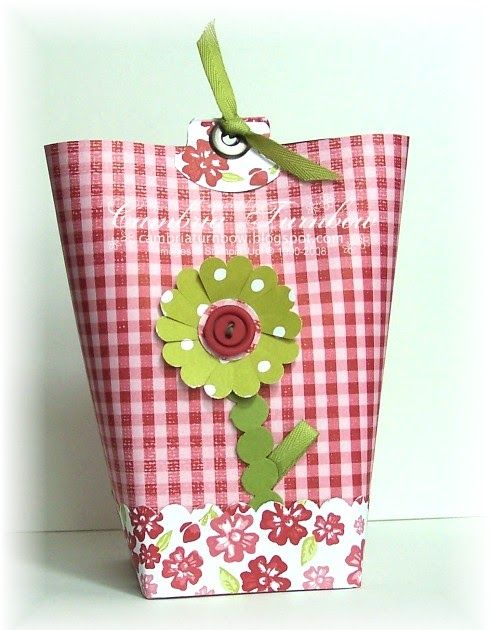 I think I first saw these cute little bags from someone on SUDSOL, but I'm not sure.  I know there are a ton of tutorials and you've probab...