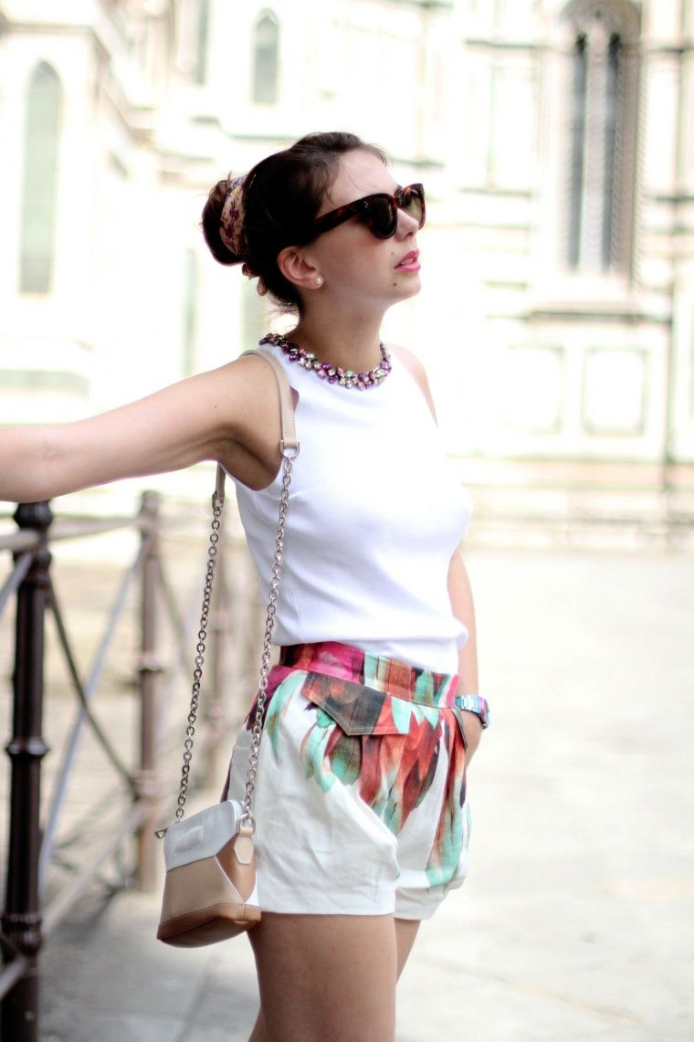 The Brunette / Emilie has chosen a Dolce Night clutch bag and a Tribu short of SS2014 Collection - French Blog