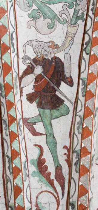 Rankor som kommer ur människoliknande figurer (N) - Dingtuna kyrka