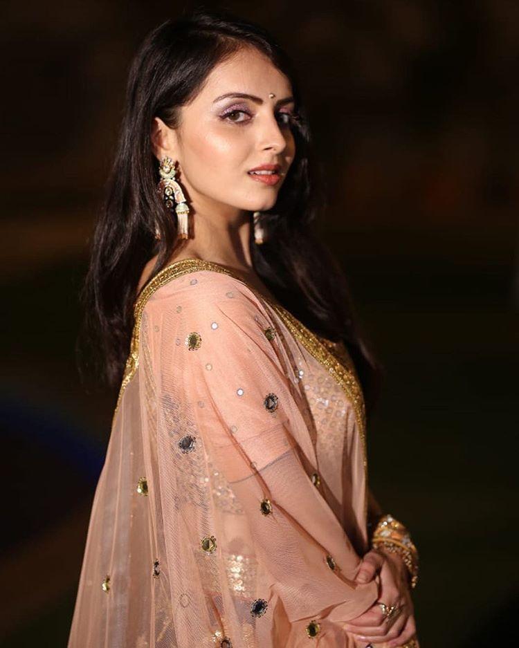 Shrenu Parikh Shrenuparikhofficial Instagram Photos And Videos Shrenu Parikh Beautiful Indian Actress Fashion
