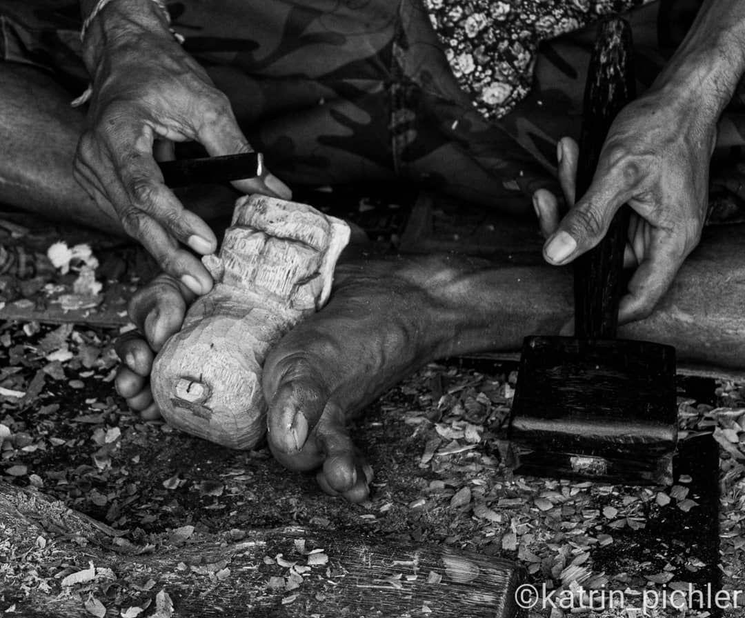 20.08.2019 Bali; Ubud #fotografie #photografie #ubud #bali #indonesia #indonesien #indonesienreise #selfmade #self #work #wood #woodwork #woodcarving #carving #werkzeuge #holzarbeit #schnitzen #holzschnitzen #holzschnitzerei #holz #handarbeit #handmade #love  #geschenk #kreativ #handgemacht #selbermachen