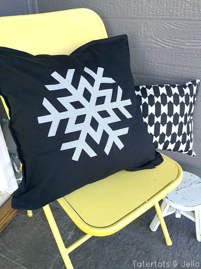 Snowflake decorating ideas! The perfect decor for winter! -- Tatertots and Jello