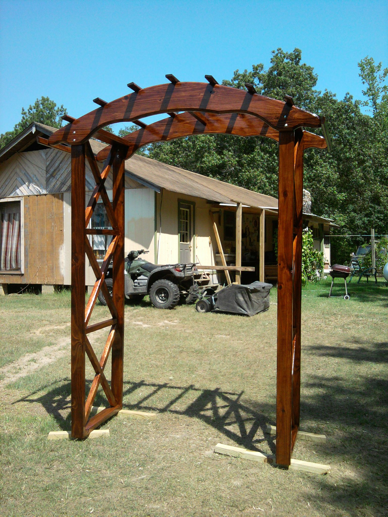Rustic arbor plans rustic x wedding arch do it for Plans for arbors