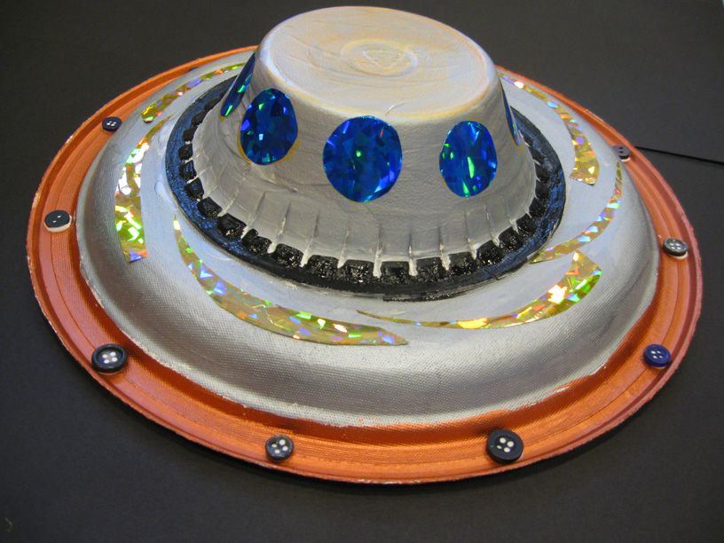 Preschool Crafts For Kids*: Paper Plate Flying Saucer U.F
