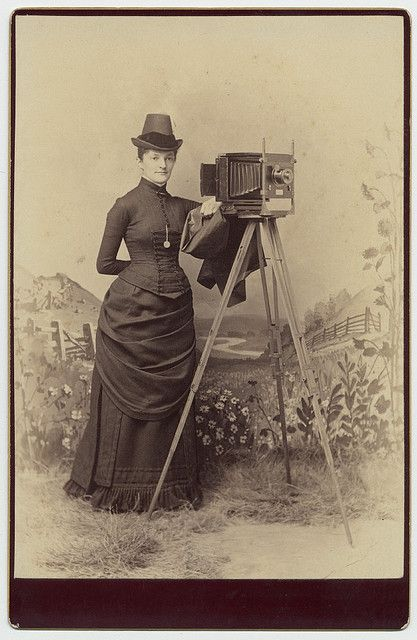 Woman With Camera History Of Photography Vintage Photographs Vintage Photos