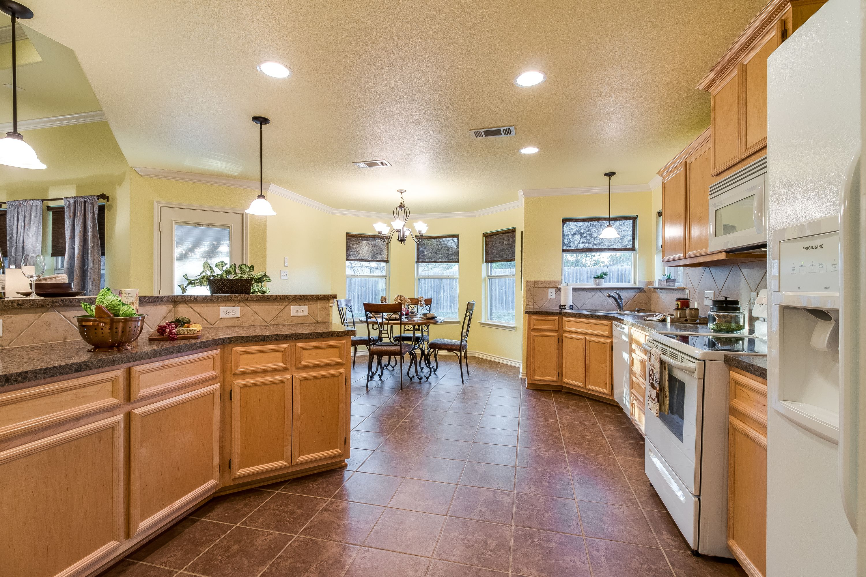 Pin By Holly D On 6901 Deorsam Loop Killeen Tx Home Decor Kitchen Decor