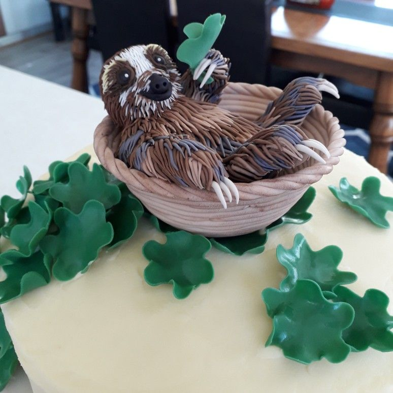 Baby Sloth fondant cake topper by Amanda Waldon @ Topit Cake Toppers #babysloth
