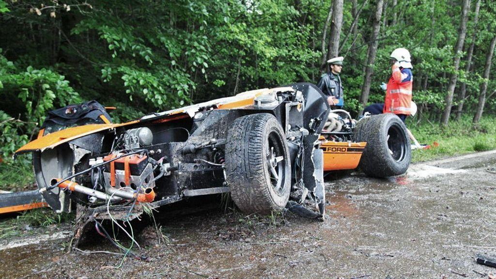 Ford GT 40 Replica Crash in Germany Kills Passenger