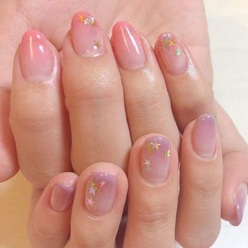 Uñas de cristal, la nueva tendencia en manicure que vas a
