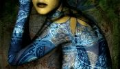 Intricate Arabic Calligraphy Drawn On Bodies In Photographs - DesignTAXI.com