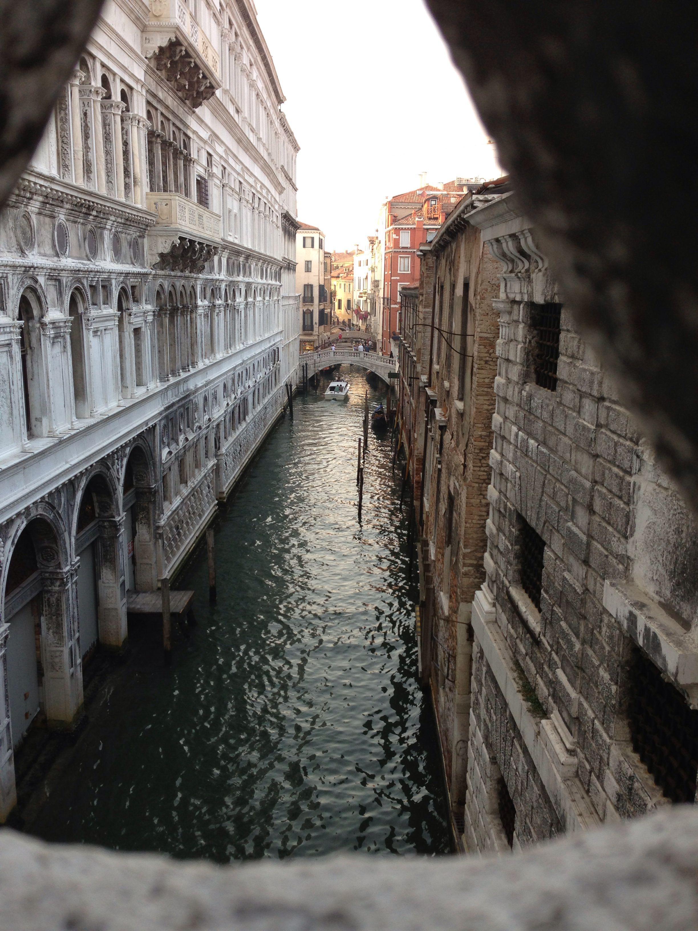 Venecia Puente De Los Suspiros Road Women Alley