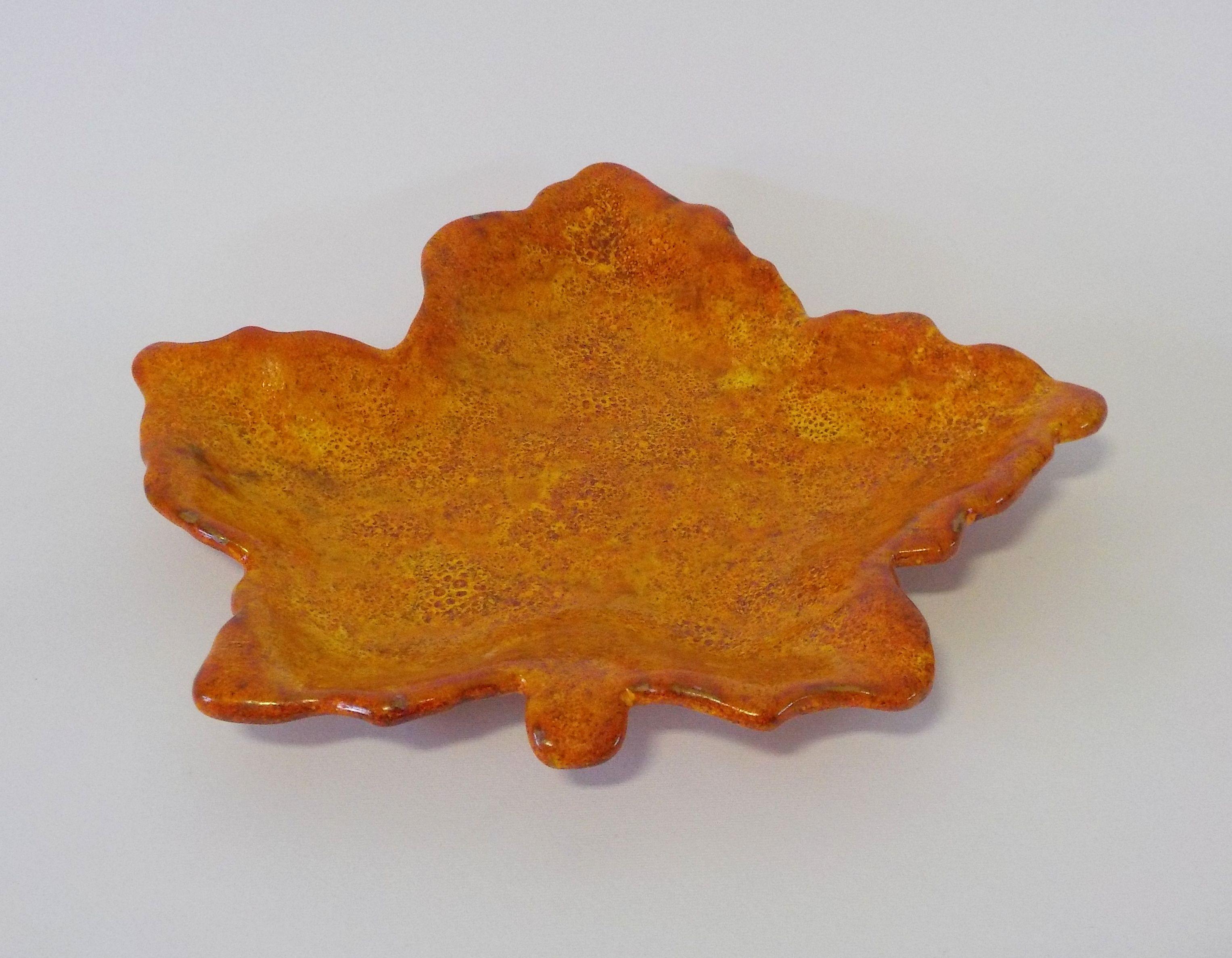 Centrotavola in terracotta. Lavorazione completamente artigianale, disponibile in diversi colori. 35€ su etsy.com
