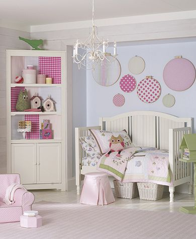 Looking for a bedroom theme for your little girl? What about using 'Hayley' Toddler bedding from Pottery Barn kids as inspiration. The owl motif is adorable as are the polka dots.