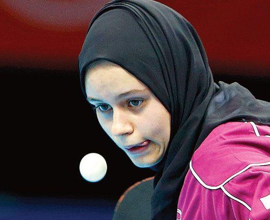 """L'ALBUM DI #GRAMELLINI, i commenti delle foto dei Giochi, tutti i giorni.     """"C'è voluto un secolo per poter ammirare la signorina Aia Mohamed in un'Olimpiade e scoprire che anche in Qatar, come in un qualunque bar di Riccione, le giocatrici di ping pong spostano la lingua dal lato opposto a quello in cui intendono indirizzare la pallina."""""""