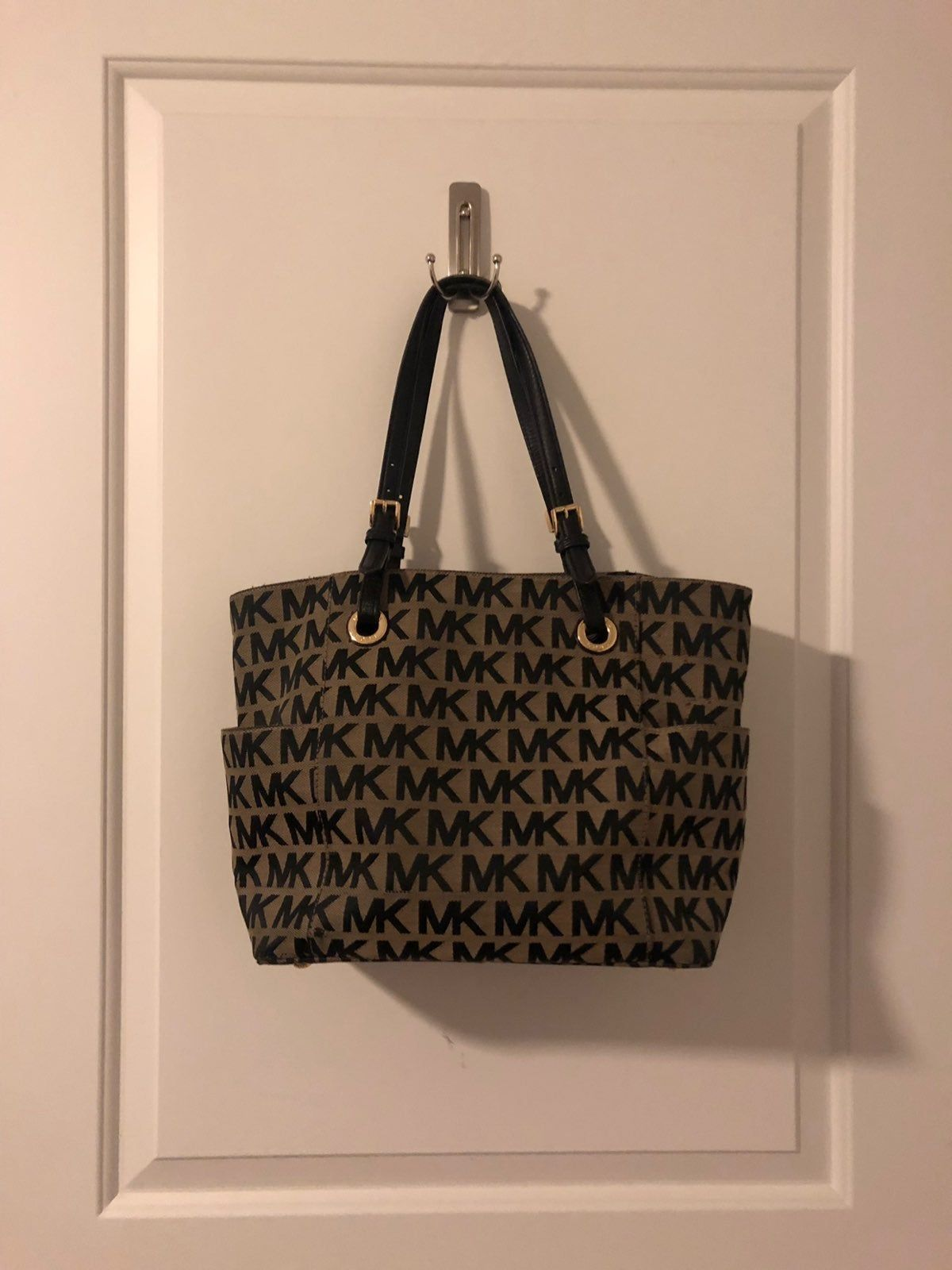 Michael Kors Purse Has Been Used Purses Michael Kors Michael Kors Tote Bags Michael Kors Tote