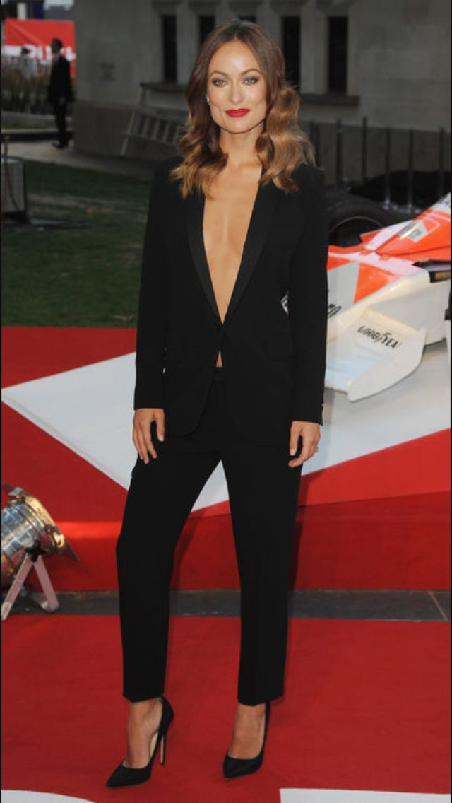 Olivia Wilde shows her red carpet style in this gorgeous pant suit ... 55cde30ac