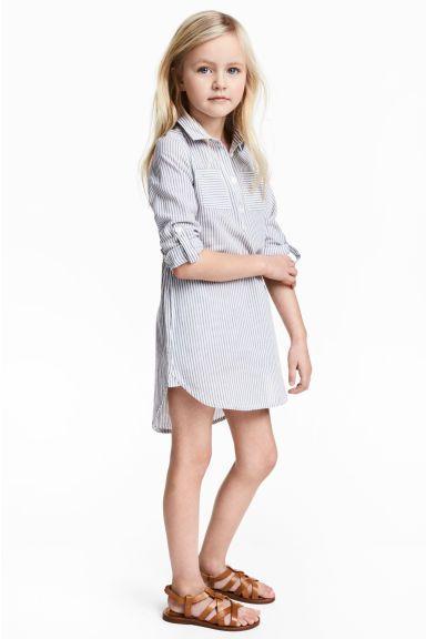 0afe997501d2b Robe chemise pour lété, bleu/blanc/rayé pour petite fille, sandales camel