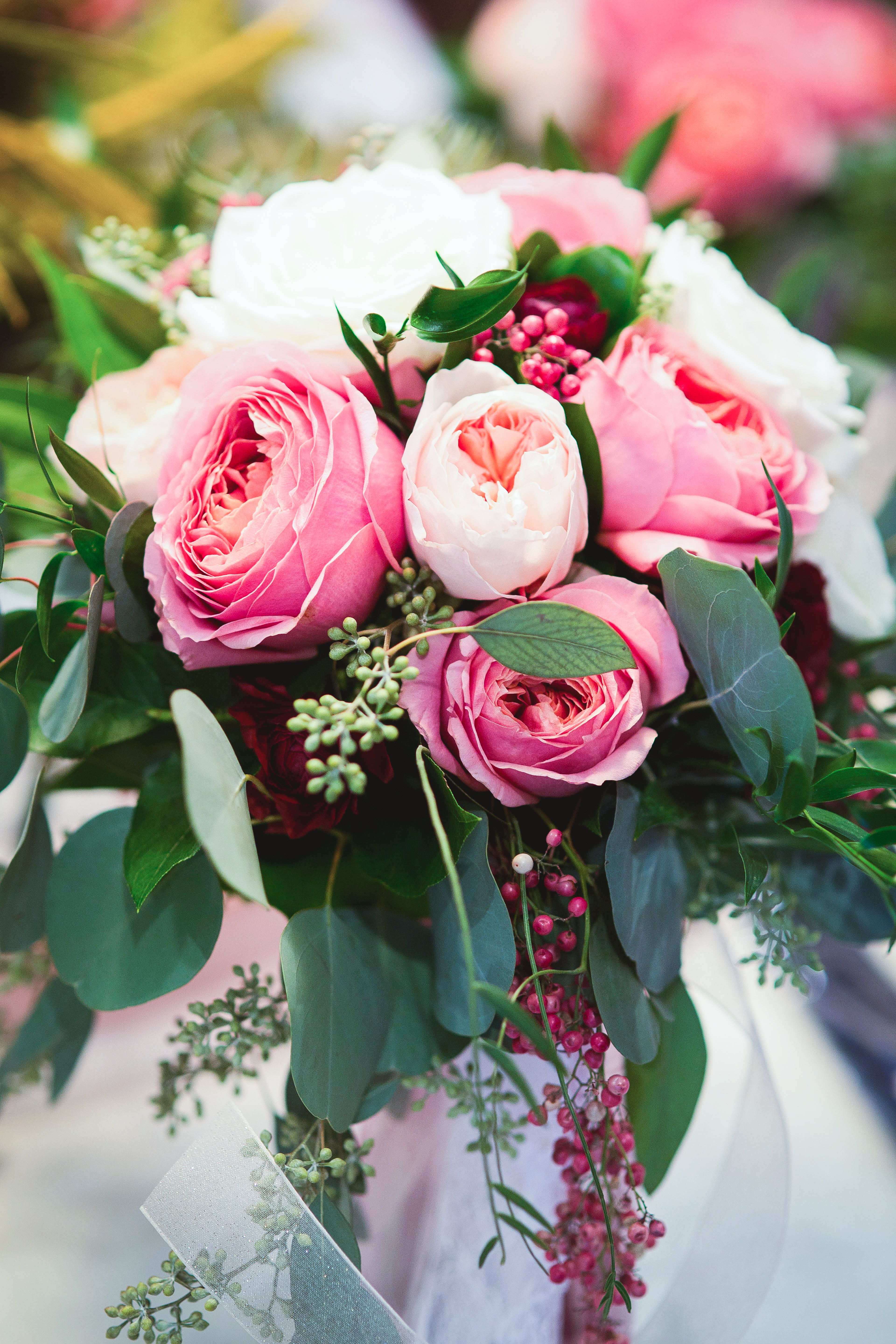 These roses are so pretty! View the full wedding here: http ...