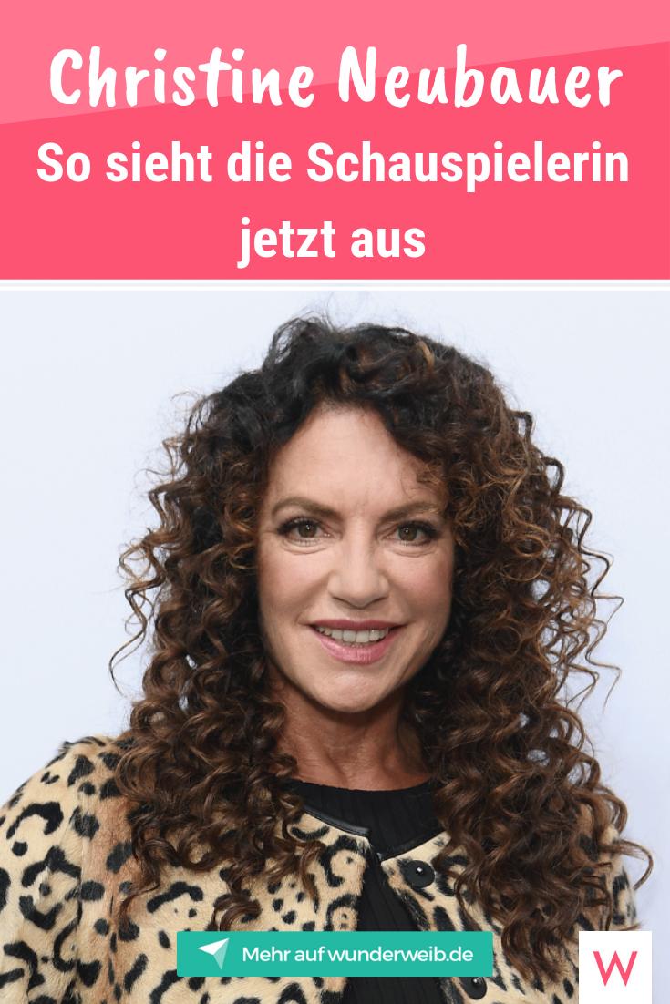 Christine Neubauer Neue Frisur Schockt Fans Der Schauspielerin Wunderweib Neue Frisuren Frisuren Schauspieler