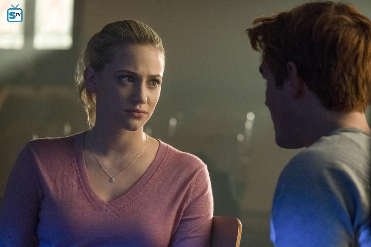 Archie Andrews And Betty Cooper In 2x18 Archie And Betty Carrie