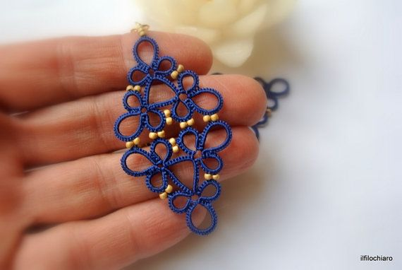 Earrings made of lace tatting