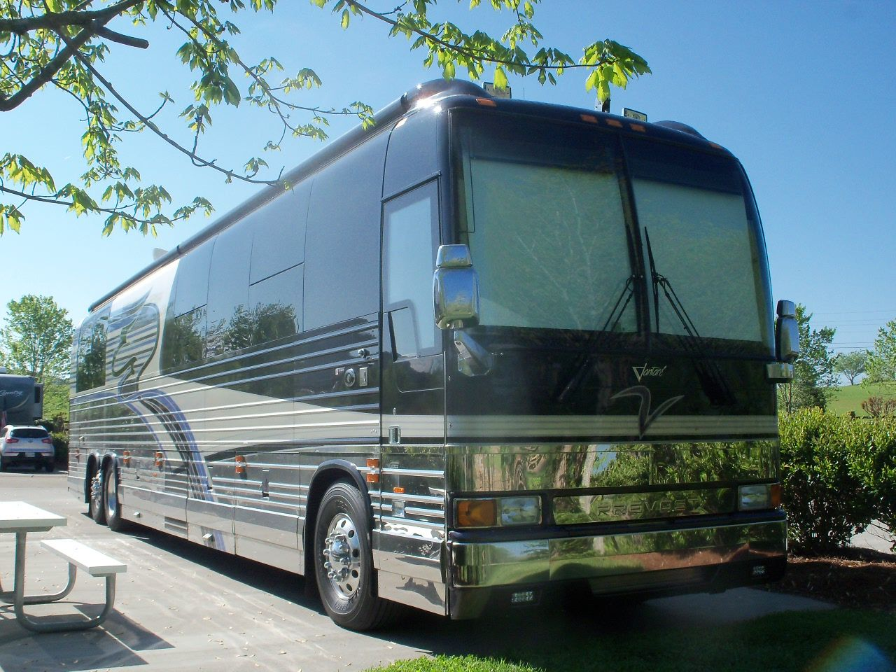 love them newell coaches bjl the luxury motorcoach prevost vantare by featherlite luxury coach here in tennessee