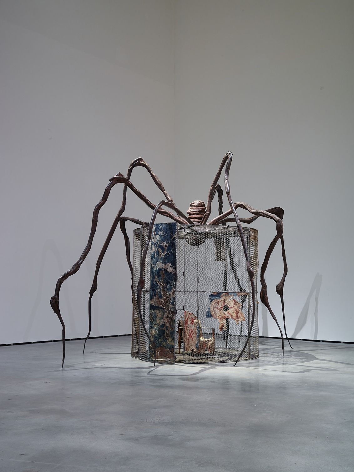 Louise bourgeois spider 1997 structures of existence the cells guggenheim bilbao