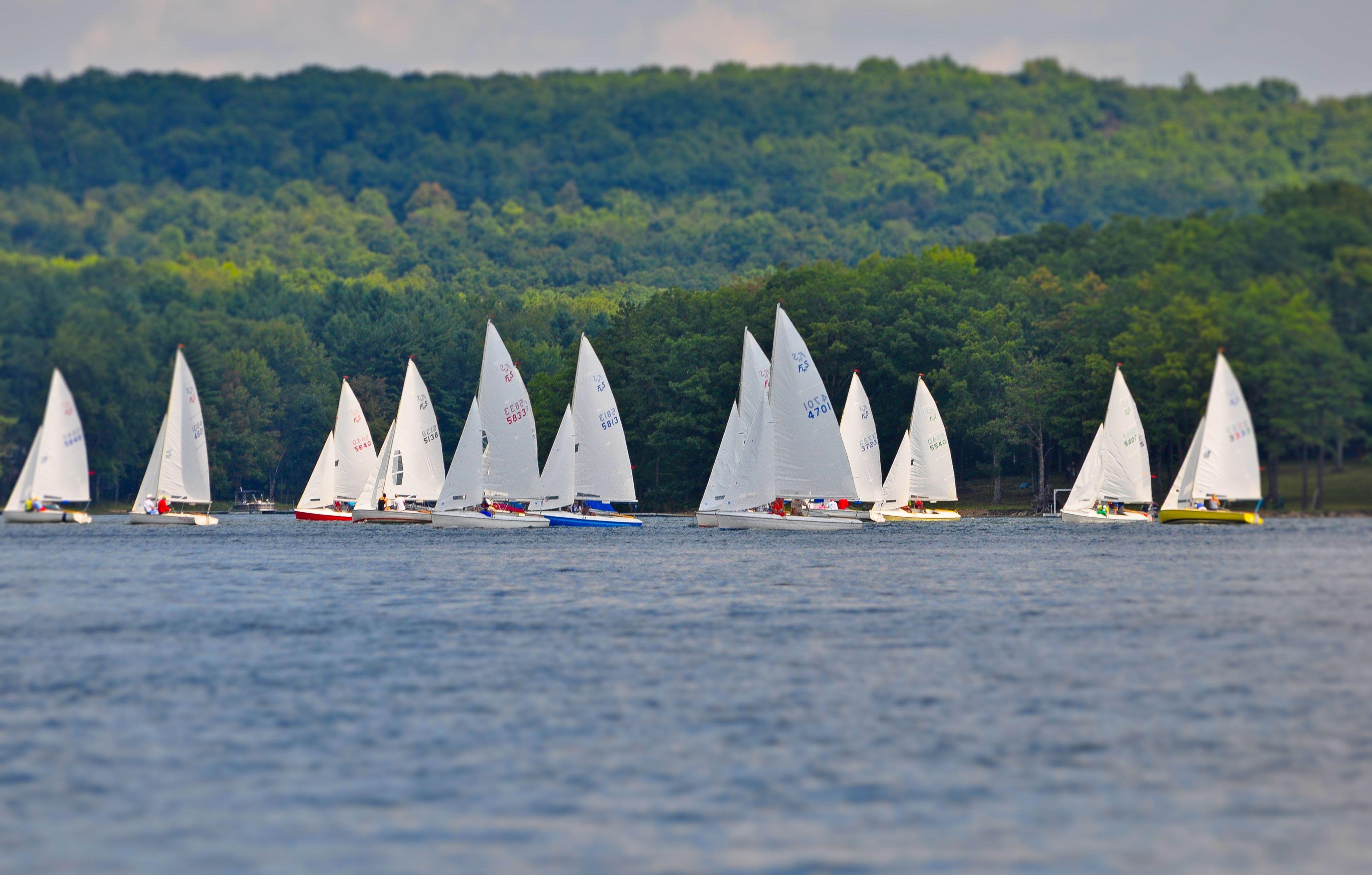 Sailboat Races Every Saturday And Sunday During The Summer On Deep Creek Lake Deep Creek Lake Lake Sailboat Racing