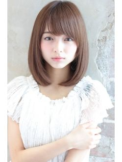 小顔になれるふんわりロブ 柔らかストレートスタイル ヘアスタイリング 短い髪のためのヘアスタイル 美髪