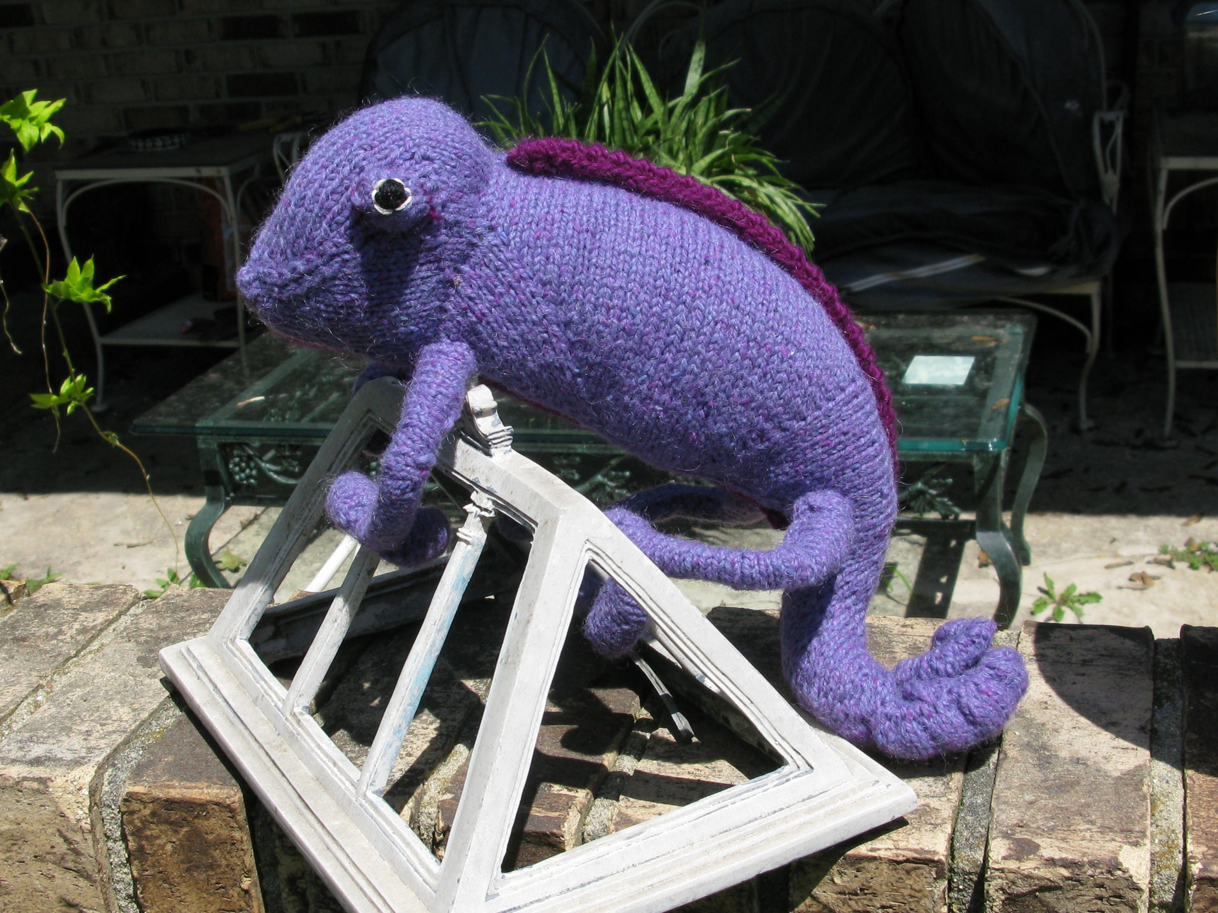 Chameleon pattern by hansi singh knitting and crochet chameleon pattern by hansi singh chameleon lizard chameleonsknitsravelrycrochetingcrochetganchilloknitwearchrochet bankloansurffo Images