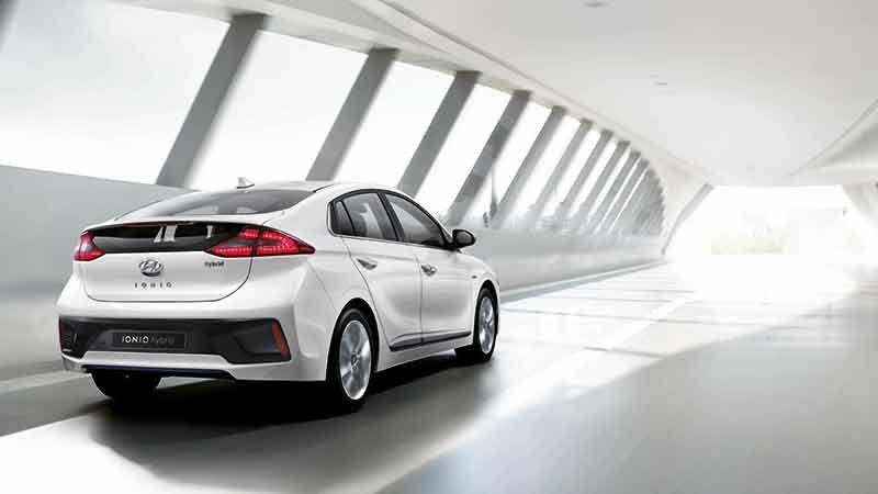 Datos técnicos Hyundai IONIQ, 3 opciones de propulsor alternativo - http://autoproyecto.com/2016/01/datos-tecnicos-hyundai-ioniq.html?utm_source=PN&utm_medium=Pinterest+AP&utm_campaign=SNAP