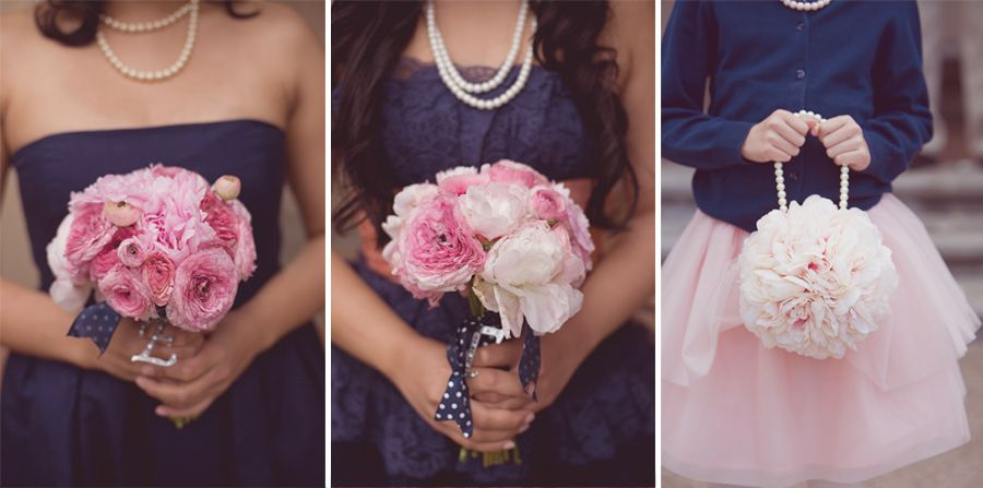 What Color Flowers Go With Navy Blue